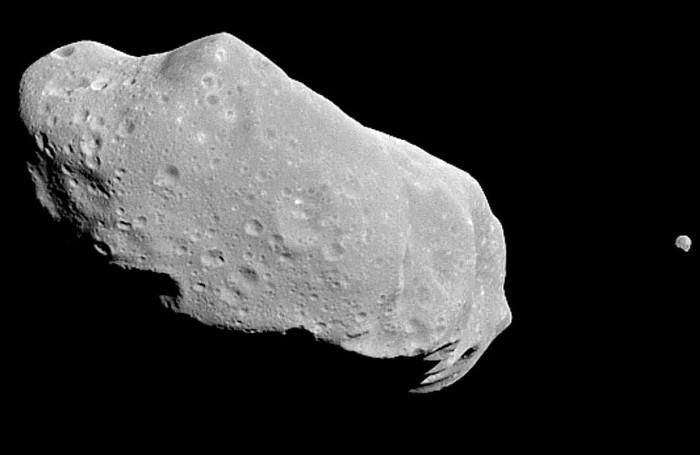 Otro asteroide del tamaño del meteorito que cayó en Rusia, pasó anoche muy cerca de La Tierra