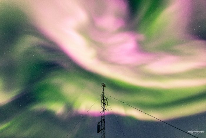 Nuestro campo magnético continuó con alteraciones! Tormentas geomagnéticas han dejado hermosas auroras boreales hasta de color rosa ¿Por qué ha ocurrido esto?